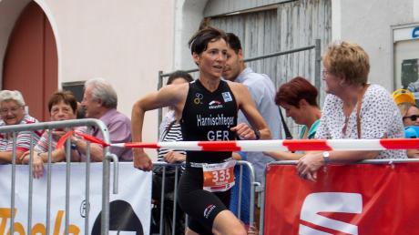 Auf dem Weg zum Erfolg: Gabriela Harnischfeger aus Waldberg bei Bobingen wurde überraschend deutsche Meisterim im Triathlon in der Altersklasse.