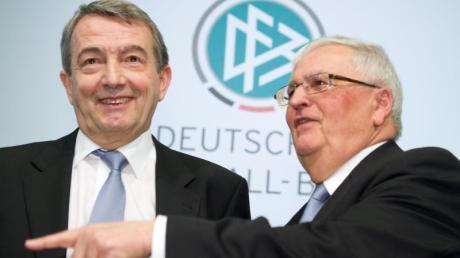 Gegen Theo Zwanziger (r) und Wolfgang Niersbach wird Anklage wegen Steuerhinterziehung erhoben.