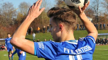 Um Illertissens Philipp Wujewitsch hatte es in dieser Woche Gerüchte gegeben, der VfB Eichstätt sei hinter ihm her, hieß es. Das wurde von Seiten des VfB dementiert.