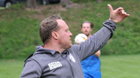 Tiefenbachs Trainer Christoph Schregle trifft mit seiner Mannschaft auf den FC Blaubeuren – einer der Titelfavoriten in der Bezirksliga.