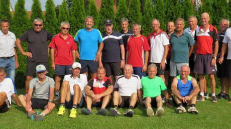 Beim TC Wallerstein fand das Abschlussturnier der Tennis-Hobbyrunde der Herren 50 statt.