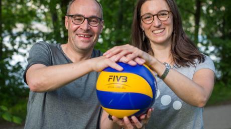 Peter Higler und Barbara Reisacher gehören zu den Initiatoren der Lechrain Volleys. Jetzt starten die ersten Teams in die Pflichtspiele.