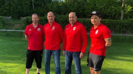 Das Trainerteam Thomas Zöllner/Andreas Weßling mit den Abteilungsleitern Bernhard Stix (SV Kleinbeuren) und Christoph Kraus (SV Ettenbeuren).
