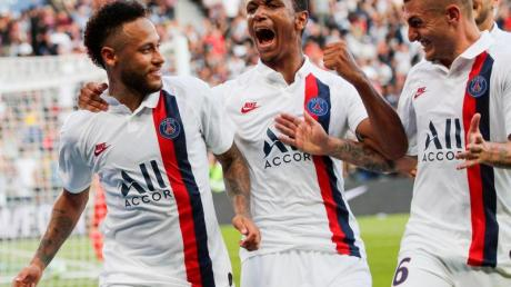 Paris Neymar (l-r) jubelt mit Teamkameraden Abdou Diallo und Marco Verratti nach seinem späten Siegtreffer.