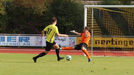 Kaum angepfiffen, schon durfte der TSV Mindelheim im Heimspiel gegen den ASV Fellheim jubeln: David Kienle schloss einen schnellen Angriff mit seinem zweiten Saisontor ab und ebnete den Weg für den 5:0-Heimsieg der Mindelheimer.