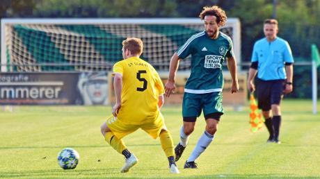Feierte mit dem SV Karlshuld in Baar-Ebenhausen einen wichtigen Sieg– Co-Trainer Nico Ziegler (rechts).