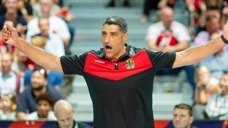 Deutschlands Trainer Andrea Giani hofft auf den ersten EM-Sieg. Foto: Jonas Roosens/BELGA