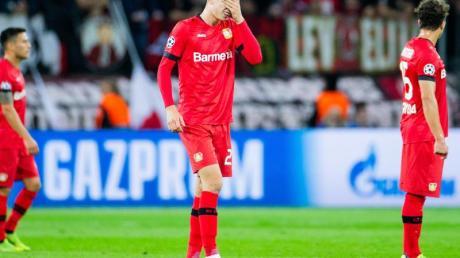 Die Spieler von Bayer Leverkusen hadern mit der Niederlage gegen Lokomotive Moskau. Foto:Rolf Vennenbernd