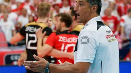 Nationaltrainer Andrea Giani bekam mit dem DVV-Team durch Weltmeister Polen seine Grenzen aufgezeigt. Foto: Vdb/Ronald Hoogendoorn/CEV