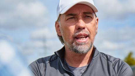 FCA-Trainer Martin Schmidt geht optimistisch ins Spiel gegen Leverkusen am Samstag.