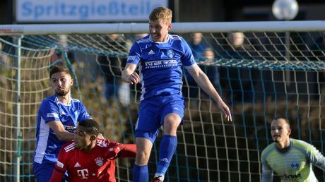 Illertissens Tim Buchmann (hier in der vergangenen Saison gegen Bayern München II) könnte gegen den FC Schweinfurt wieder spielen.