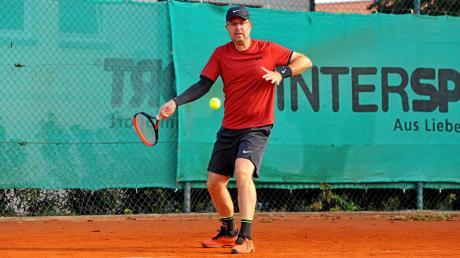 Matthias Lübbert vom TC Donauwörth spielte beim Turnier in Höchstädt alle vier Spiele und gewann dabei seine vier Einzel und zwei Doppel. Sein Team trug am Ende auch den Sieg nach Hause.