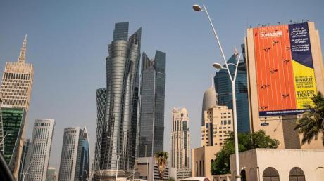 Die Wüsten-WM ist angesichts des Standortes umstritten: Werbung für die Titelkämpfe in Doha. Foto: Michael Kappeler