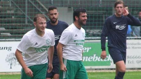 Möchte auch im morgigen Auswärtsmatch beim BSV Berg im Gau mit seiner Mannschaft jubeln: Dieter Deak (Mitte), Spielertrainer des Kreisklassisten SV Straß.
