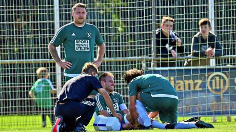 Autsch: Karlshulds Kapitän Max Seitle (am Boden) musste im Heimspiel gegen Hitzhofen bereits nach 20 Minuten ausgewechselt werden.