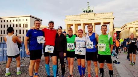 Die Rieser Delegation vor dem Brandenburger Tor (von links): Martin Beck, Florian und Julia Engert, Brigitte Radajewski, Susanne Vierkorn, Philipp Moll und Bernhard Satzenhofer.