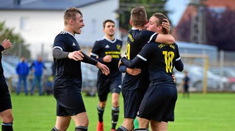 Pure Erleichterung: Die Akteure der TSG Untermaxfeld konnten im Heimspiel gegen den BC Rinnenthal den ersten dreifachen Punktgewinn in dieser Spielzeit bejubeln.