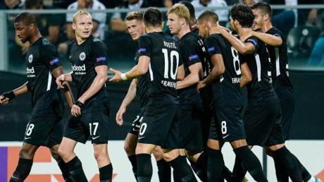 Eintracht Frankfurt spielt am 12.12.19 in der Europa League gegen Vitoria Guimaraes. Läuft das Spiel im Live-Stream auf DAZN oder im Free-TV auf RTL?