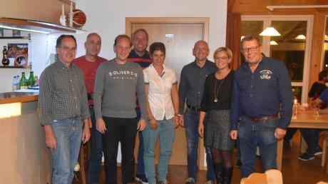 Siegerehrung der TCN-Clubmeister (von links): Ulf Kunze, Jürgen Laur, Armin Dobel, Rainer Meyr, Ines Reiner, Andreas Weinig, Julia Weinig und Clubpräsident Helmut Radeck.