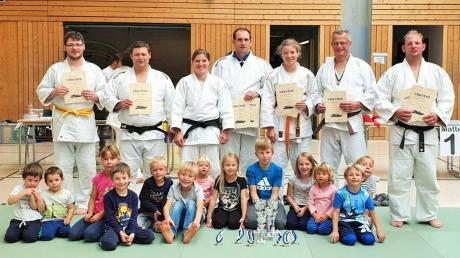 Die Judo-Kämpfer des TSV Schwabmünchen und des TSV Walkertshofen holten bei der bayerischen Bodenmeisterschaft zahlreiche Titel.