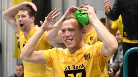 Freude und Verzweiflung liegen beim Hallenfußball dicht beisammen. Die Augsburger Landkreismeisterschaft findet heuer schon eine Monat früher im Dezember statt.