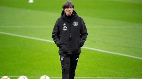 Muss auf einige Leistungsträger verzichten: Bundestrainer Joachim Löw. Foto: Federico Gambarini/dpa