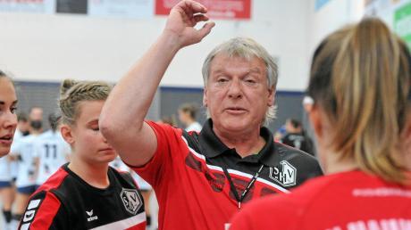 Auf die Handballerinnen des TSV Haunstetten und Trainer Herbert Vornehm warten wichtige Wochen.