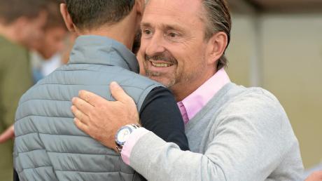 Groß war die Freude von Fußballchef Jürgen Reitmeier (rechts) und Trainer Halil Altintop (links) nach dessen erstem Erfolg als Schwaben-Trainer, eine Wende konnte der ehemalige Profi noch nicht herbeiführen.