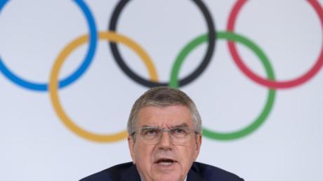 Thomas Bach will die Entscheidung über einen Start russischer Athleten in Tokio 2020 der WADA und dem CAS überlassen. Foto: Martial Trezzini/KEYSTONE/dpa