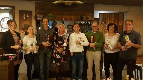 Mixed-Weltmeister Tansania. Von links: Kerstin Mayer, Carina Umlauf, Matthias Mulzer, Christine Rupprecht, Florian Guggumos, Michael Müller, Bettina Brzank, Arno Reichart.