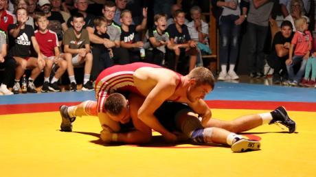 Lukas Grundler (rot) konnte seinen langjährigen Widersacher Mahsun Ersayin diesmal bezwingen.