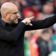 Trainer Peter Bosz verspricht: «Bayer Leverkusen ist immer eine Garantie für Tore.». Foto: Federico Gambarini/dpa
