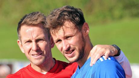 Illertissens Trainer Marco Küntzel (links) mit Daniel Dewein, der beim 2:1 gegen Schalding-Heining ein Tor beisteuerte.