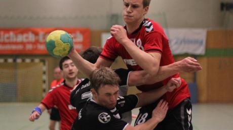 Seit einem knappen Jahr warten die Aichacher Handballer auf die Rückkehr von Konstantin Schön (ganz oben) nach seinem Kreuzbandriss.