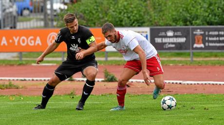 Burhan Bytyqi (rechts) und der SV Mering wollen auch gegen den FC Ehekirchen als Sieger vom Platz gehen. Die Meringer bauen dabei auf ihre starke Offensive und ihr schnelles Direktspiel.