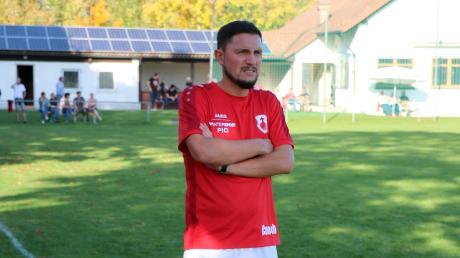 """Könnte bald den FC """"Lazarett"""" Kleinaitingen bilden: Trainer Michael Imburgia muss derzeit auf viele Spieler verzichten und – wenn es so weitergeht – bald selbst auf den Platz."""