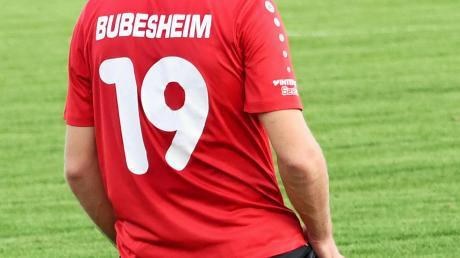 Auf die Knie gegangen sind die Fußballer aus Bubesheim (hier Hakan Polat) im Gastspiel beim TSV Hollenbach. Das 0:5 war bitter.