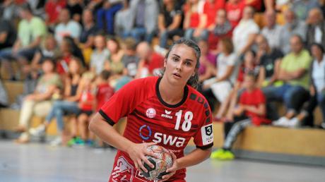 Sarah Irmler (am Ball) und ihre Kolleginnen waren in Hochform. Der TSV Haunstetten gewann in Bottwartal mit 22:21.