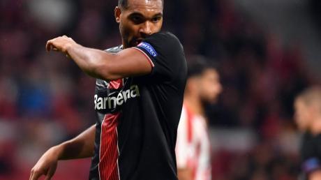 Mund abputzen, weitermachen: Leverkusens Jonathan Tah nach der Niederlage in Mardrid. Foto: Marius Becker/dpa