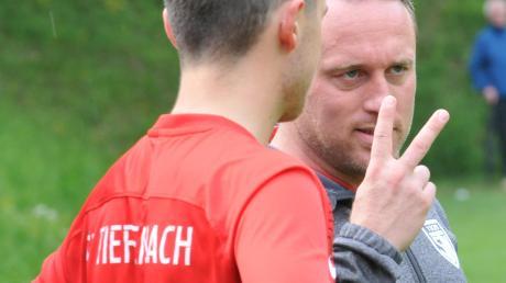 Trainer Christoph Schregle (rechts) hofft gegen den FC Burlafingen auf den zweiten Streich. Leicht wird das allerdings gegen einen effektiven Gegner nicht.