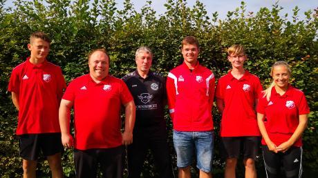 Aletshausens Jugendleiter Markus Jeckle (Zweiter von links) freut sich mit Pascal Reinert, Andreas Bickel, Simon Kolbinger, Justin Bronnhuber und Marina Dirnagel (von links) über die bestandene Prüfung zum C-Lizenz-Trainer.