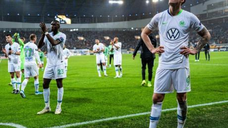 Enttäuscht: Die Wolfsburg-Spieler nach dem 2:2 in Gent. Foto: Guido Kirchner/dpa