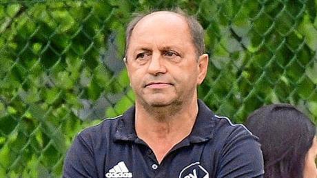 Erwartet im morgigen Heimspiel gegen den Tabellenvierten TSV Gaimersheim von seiner Mannschaft einen couragierten und konzentrierten Auftritt: Karlshulds Trainer Naz Seitle.