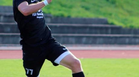 Auf die Dynamik und auf Tore von Egor Keller (schwarzes Trikot) hofft der SV Türkgücü am Sonntag.