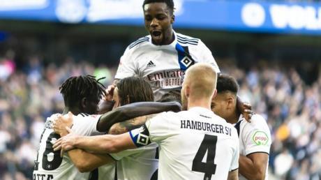 Der Hamburger SV besiegte den VfB Stuttgart im Topspiel mit 6:2. Foto: Frank Molter/dpa