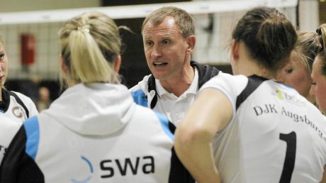 Selbst die engagierten Pausenansprachen von Trainer Nikolaj Roppel konnten die Niederlage der Hochzoller Volleyballerinnen nicht mehr abwenden.