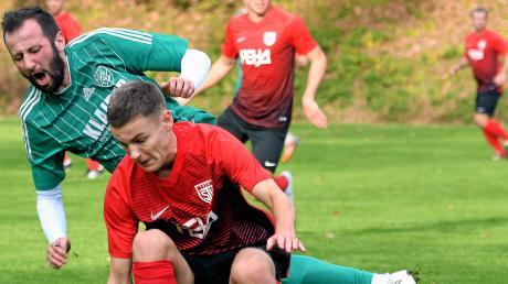 Das Spiel zwischen den Burlafingern in grün und den SV Tiefenbach war ein umkämpftes. Jedes der Teams beanspruchte eine Halbzeit für sich – so kam es zum gerechten 1:1-Unentschieden.