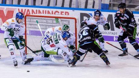 Vor dem Tor der Augsburger Panther ging es am Sonntagabend oftmals drunter und drüber, Olivier Roy musste sechs Gegentreffer hinnehmen. Im dritten Drittel wurde er durch Markus Keller ersetzt.