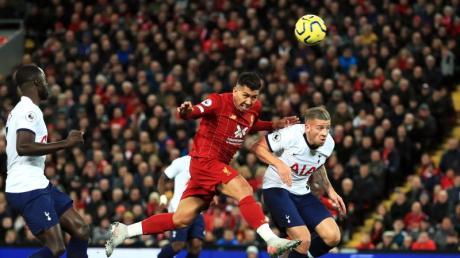 Roberto Firmino (M.) setzte sich mit dem FC Liverpool gegen Tottenham durch. Foto: Peter Byrne/PA Wire/dpa