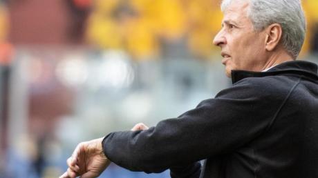 Unter Druck: BVB-Coach Lucien Favre trifft mit Dortmund auf seinen Ex-Verein Gladbach. Foto: Bernd Thissen/dpa